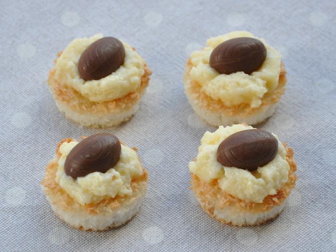 Cestini di Pasqua senza glutine al cocco e ovetti di cioccolato