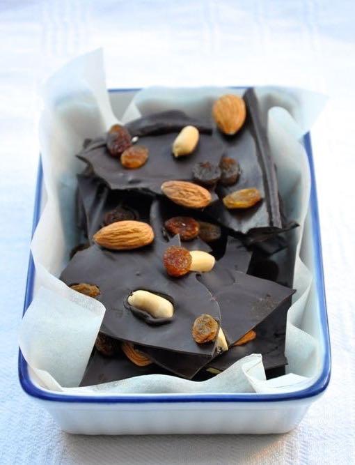 Cioccolato fondente alla frutta secca