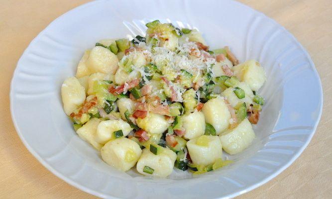 Gnocchi di ricotta senza glutine con zucchine e pancetta