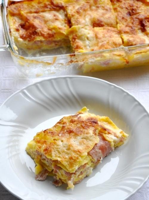 Lasagne bianche con cotto, parmigiano, scamorza bianca e besciamella