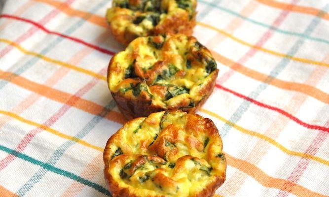 Muffins salati proteici con uova e spinaci