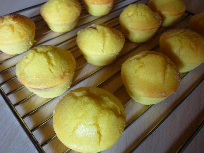 Muffins ricotta, limone e ciliegie