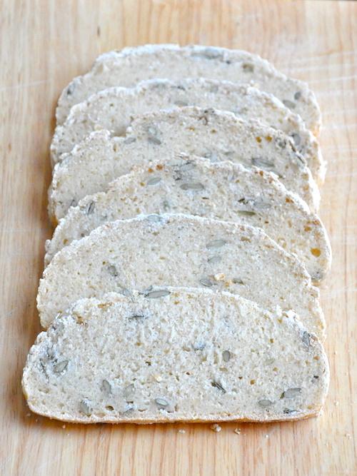 Pane integrale senza glutine con avena