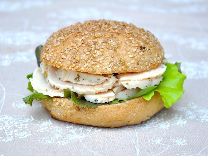 Panino senza glutine con prosciutto di pollo