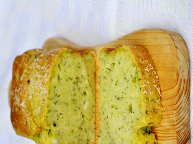 Plum cake zucchine e fontina senza glutine