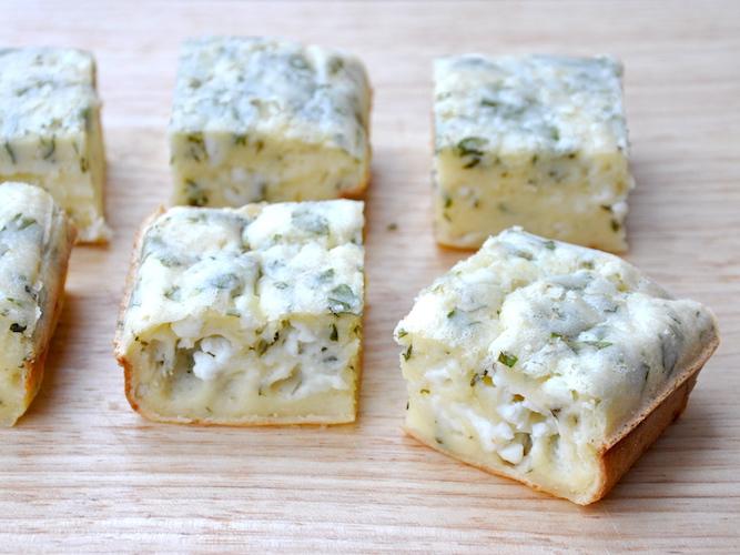 Plumcake senza glutine con erbe aromatiche e feta