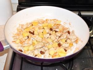 pollo-ananas-pinoli-uvetta-mandorle