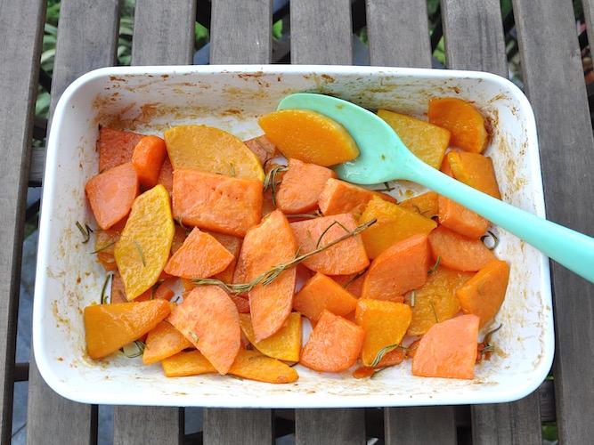 Zucca e patate dolci al forno con miele e rosmarino